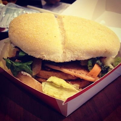 Finally a treat frm @piyasi17... Treat nikal hi liya tere sey Burger MacD Macdonalds Food