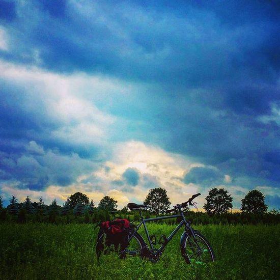 I like this atmosphere - today during my daily Biketowork routine. Commuting Biketouring Cycling Fahrrad Fahrradfahren Bikelove Instamood Weather 😚 Welovehh Hamburg Fitfornix Sport Picoftheday Rohloff Norwid Ortlieb Natur Naturgram Clouds Rain Himmel Wolken