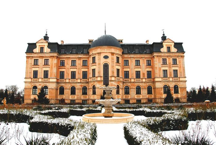 Dom samotnej matki City Architecture Travel Destinations Façade Building Exterior No People Palace Bursztynowy