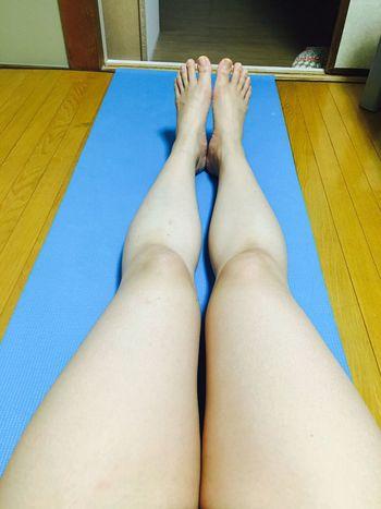 今日は遅くなったから脚マッサージとスクワット20回だけ😭生理前のむくみ&暴飲暴食ヤバし💦 筋トレ ダイエット マッサージ