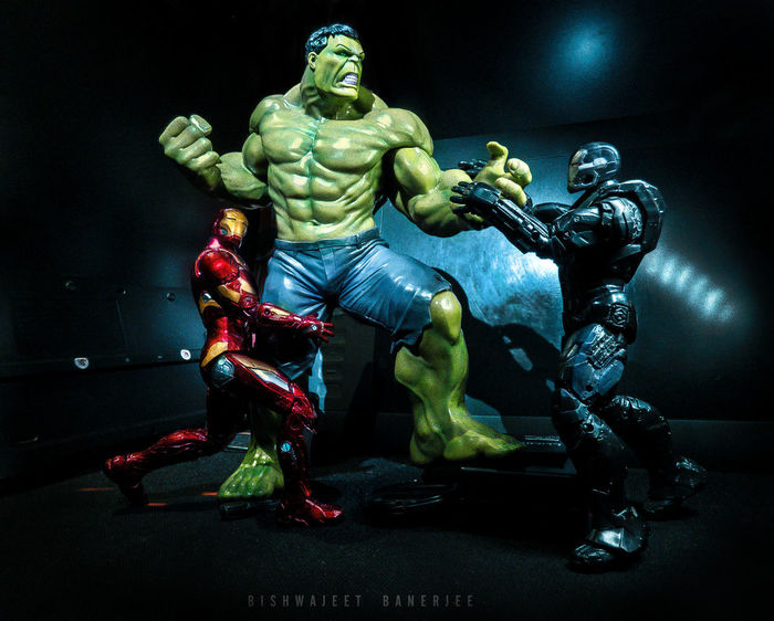 EyeEm Gallery EyeEm Best Shots Light And Shadow Light And Dark Getty Images Hulk Ironman Warmachine Kotobukiya Marvel Marvel Comics Artfx Action Shot  Action Figures Superheroes Fight Scene Toy Statue EyeEm Black Background