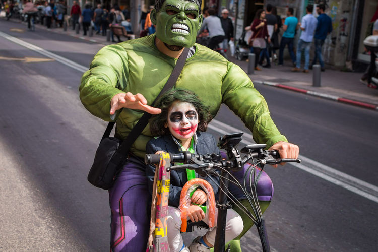 Bicycle Community Outreach Costume Differing Abilities Headwear Hulk Mature Adult Mature Men Physical Impairment Purim Street Photography Streetphotography Telaviv Transportation Two People Wheelchair פוריםנועם