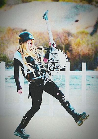 just put your middle finger to the sky let them know that we still rock n roll AvrilLavigne Black Star