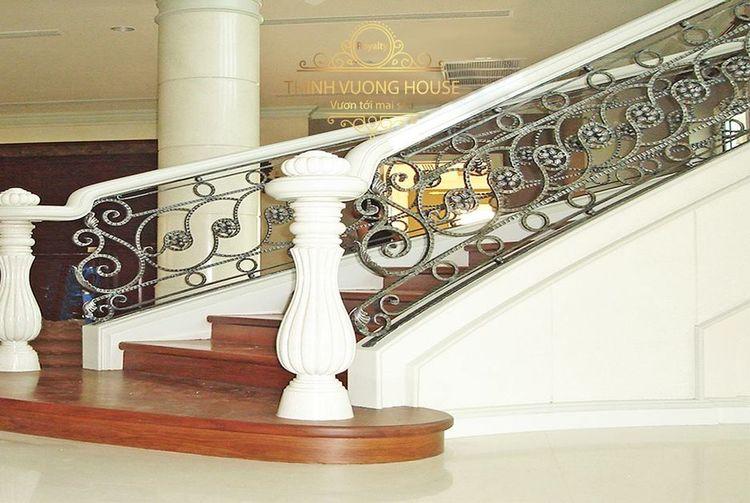 cầu thang nghệ thuật sang trọng, tinh tế cho biệt thự nhà phố, tạo được nét đẹp quý phái mà vẫn lịch lãm, không quá cầu kỳ, phô trương. http://thinhvuonghouse.com/san-pham/cau-thang-nhom-duc-dep-lich-lam Cau Thang Nhom Duc