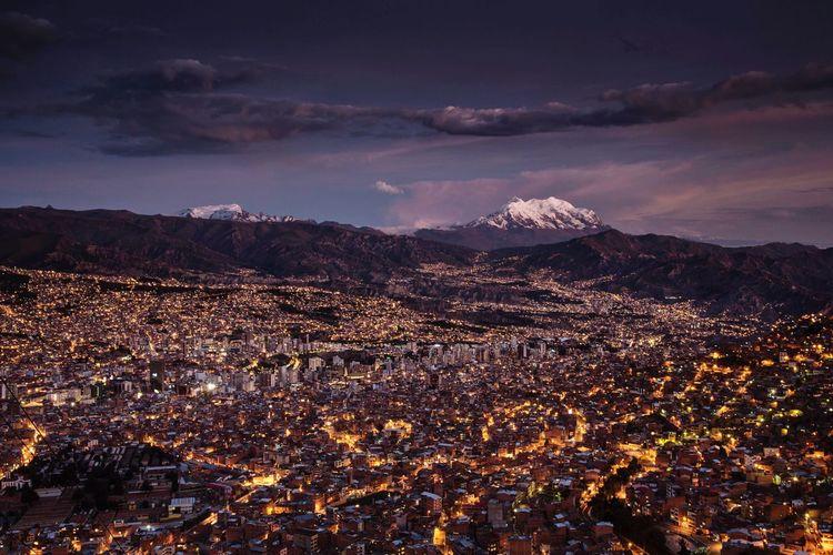 A picture i Took in the 2013 from El Alto. Altipiano Delle Rocche Andes Bolivia City Cityscape Illimani La Paz, Bolivia Mountain Nightphotography Outdoors Sud America Sudamerica