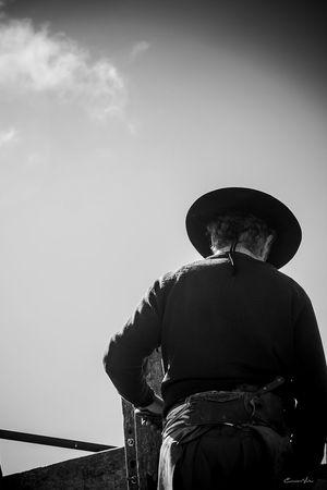 Argentina Photography Black And White Blackandwhite Photography Campo Argentino Cloud Gaucho Argentino Gauchos Hombre De Trabajo Man And Horse Sky Trabajo De Machos  Trabajo Duro Vidagaucha