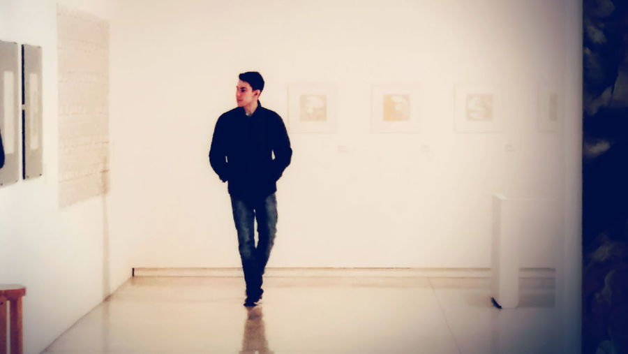 L'observateur, appreciating art. VSCO Curitiba Curitiba, Brazil Young Man Young Man Introspection Clam Quiet Quiet Moments Alone Man Young Men Young Adult Arts Culture And Entertainment Art Observing Appreciate The Little Things In Life Museum Of Modern Art Museums Exhibition Exibition Museum EyeEm Selects