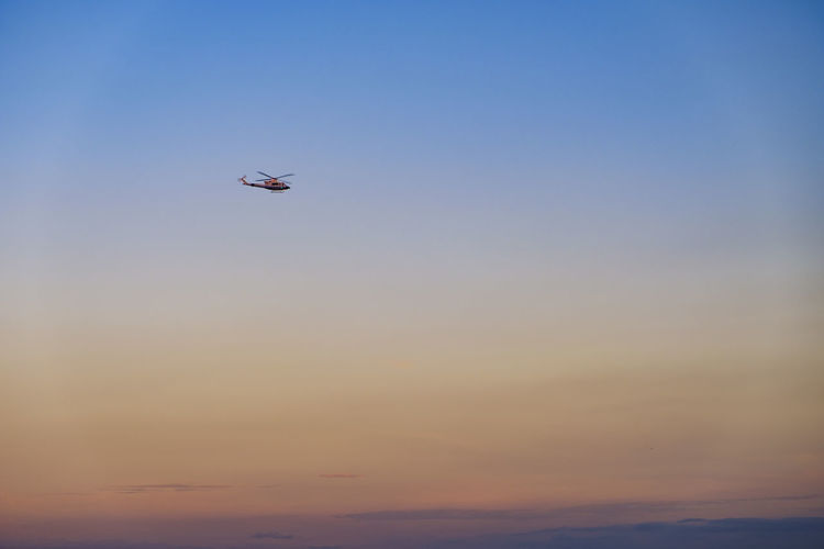 Flying Sky Sunset Mid-air Air Vehicle Airplane Low Angle View Mode Of Transportation Transportation Beauty In Nature No People Animal Vertebrate One Animal Bird Animal Themes Nature Motion Travel Animals In The Wild Outdoors Helicopter