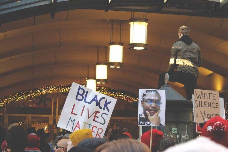 vantage pointe Blackfriday2015 Blackfriday Blacklivesmatter Blacklivesmatterseattle Blackfriday2.0 Protest Activism Police Brutality Seattle, Washington Seattle Washington State 2015  Fadich Photography Nojusticenopeace