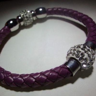 Disponible para la venta inmediata. Visite mi página oficial para más piezas y precio www.facebook.com/leekardojewels