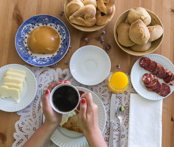 Coffee Adult Bowl Breakfast Day Food Food And Drink Freshness Healthy Eating High Angle View Holding Human Body Part Human Hand Indoors  Lifestyles One Person People Plate Ready-to-eat Real People Sweet Food Table