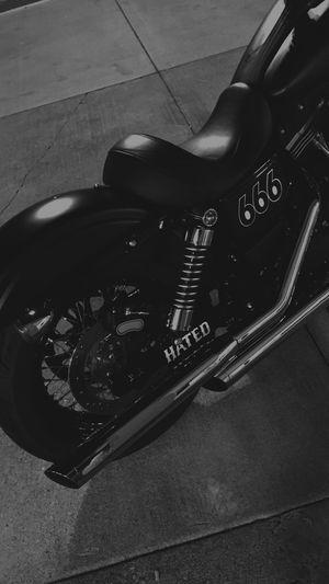 Extension © DB 2015 Harley Davidson Street Bob Black & White Motorcycle