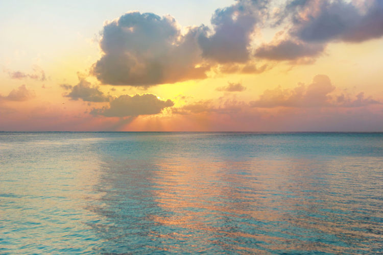 Sea Sky Water Scenics - Nature Horizon Over Water Cloud - Sky Horizon Tranquility Tranquil Scene Beauty In Nature Sunset Idyllic Nature No People Seascape Outdoors Dramatic Sky Ocean Ocean View Sun Behind Clouds
