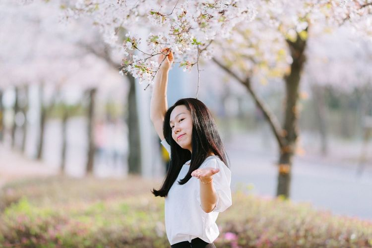 Showcase April Spring Cherry Blossoms Portrait Snap with Sony A7R and Zeiss 135za f1.8