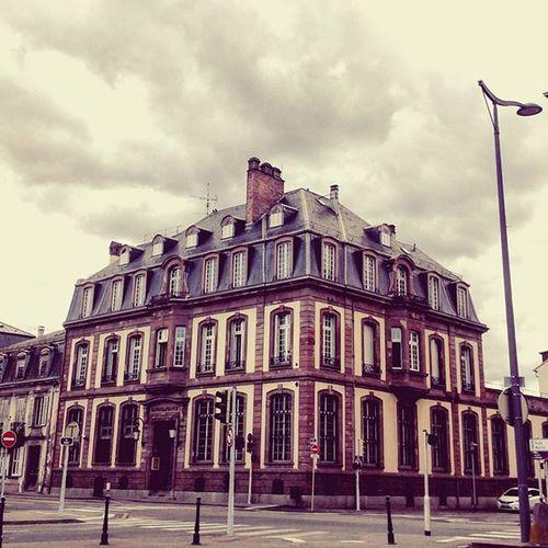 Projectsw Hiddentreasure Colmar : 비가 오려고 하고 있었다. 콜마르 기차역까지 불안한 걸음을 옮기던 순간. France Cloudyday Street Crossroad Building Alonetraveller 나홀로여행 여행가고싶다 2015  여행스타그램