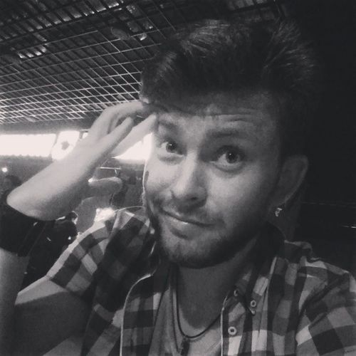 Status: Drink ?? Selfie ColinLion Ru Astrakhan bar killfish bw