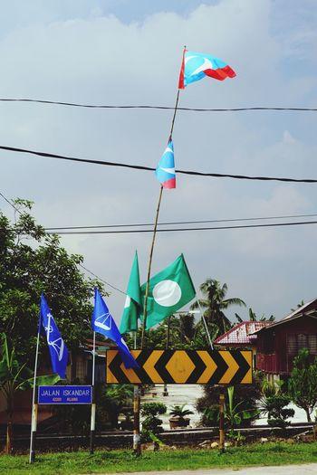 Malaysia election KeADILan Justice Election Malaysia Barisan_nasional Barisan Bn Green Blue Pakatanrakyat Pakatanharapan Pas PKR Pru Pru14 Bunting City Flag Sky National Icon National Flag Symbolism