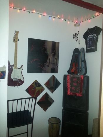 My music room in Sherbrooke, in the east side. A piece of my decor . Studio First Eyeem Photo Sherbrooke Arts Culture And Entertainment ınterior Decorating Interior Design Indoors  My Unique Style Illuminated Harmony Quebec, Canada Beautiful Magog Indoors  Mirrors Decoration Indoors  Reflection Sing Music Musicians Music Is My Life Musique