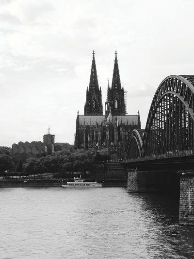 Cologne #bnw #bnw_worldwide Bnw_planet World_bnw Bw_mania Bnw_life Bnwsouls Top_bnw All_bnwshots Bnwmood Bnw_legit Bnw_greatshots Bnw_just Bnw_rose Bnw_jrengjreng #landscape #nature #photography #germany #cologne #köln #bridges #blackandwhite #walking  #dom #kölnerdom #town
