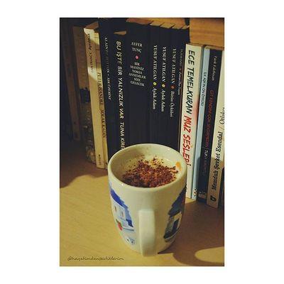 Hangi kitaba başlasam diye geçtim kitaplığın başına 👓👍 Karar verildi galiba... Acaba ne 👀 Blog Blogger Izmirlibloggerlar Blogspot Lifeblogger Photography Photo Photooftheday Bookworm Kitapkurdu Book Kitapkurdu Kitap