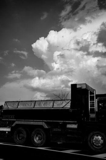 35mm Leicacamera Streetphotography Cloud - Sky Light And Shadow Street Photography EyeEm Best Shots Monochrome Monochrome Photography Blackandwhite Capture The Moment