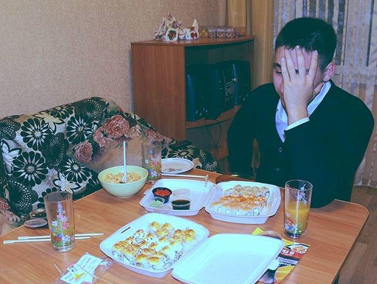 Господи, и как это есть! Foodporn Food Ufaeda Ufa Ufacity Sushi Roll Farfor 3notexcess