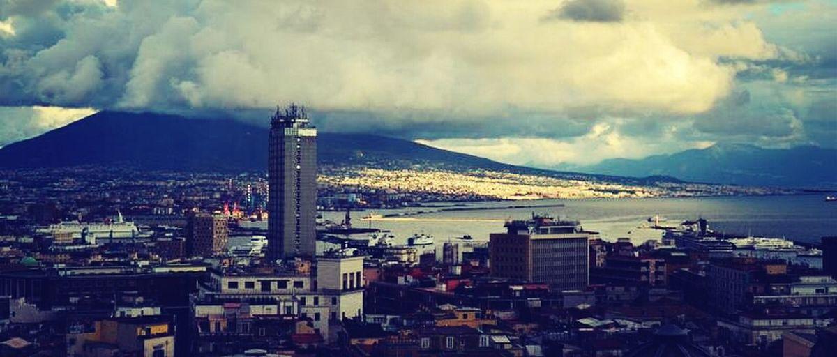 Anche se il cielo è coperto, Napoli è illuminata di per sè. 180859 313374 6161833 Amazing View