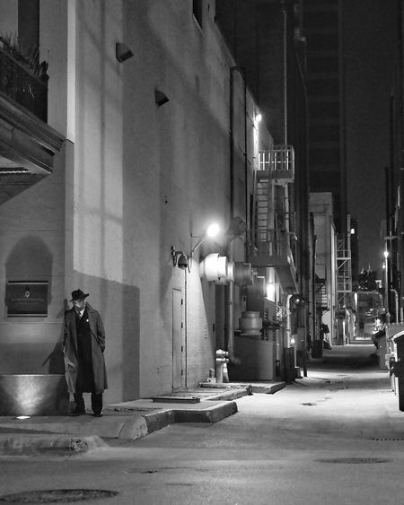 Looking for action Austin Texas Streetphotography Black & White Filmnoir Alleyway