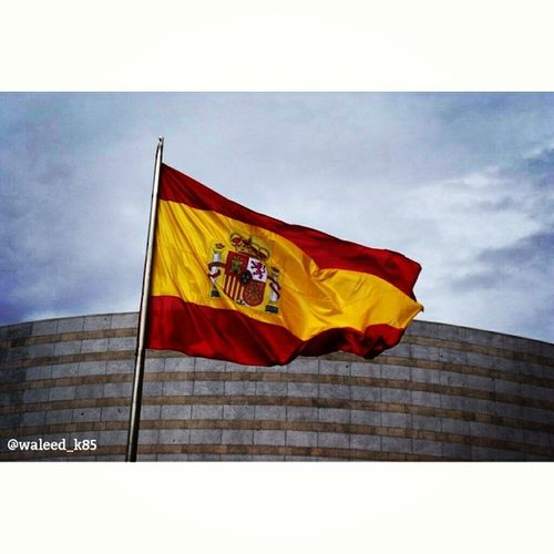 The Spanish Flag . At CalleBailen near the Royalpalace PalacioReal. madrid spain españa Taken by my SonyAlpha dslr a200. Taken in my 2012 summer trip مدريد اسبانيا قصر ملكي علم