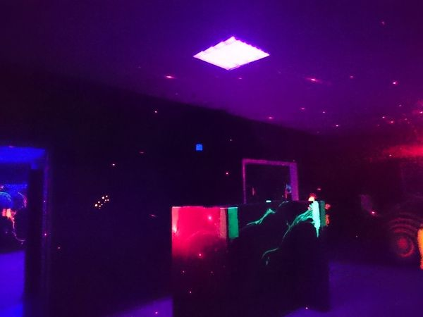 Music Lighting Equipment Illuminated Indoors  Night Arts Culture And Entertainment People Nightlife One Person Event Human Hand Men Adult Human Body Part Only Men Stage Light Disco Lights Stage - Performance Space Performance Dj Laser Tag No People Blacklight Sommergefühle