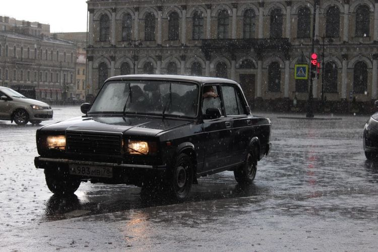 A rainy day, in a beautiful City. Summerrain Weather Car Rain Cold Temperature Wet Travel Destinations