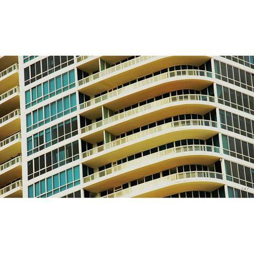 Focil Fossil Brickell Miami Art Architecture Windows Fenêtre Façade Building Bâtiment  Immeuble Resident Residence Gold Blue Or Bleu Balcon Florida Floride