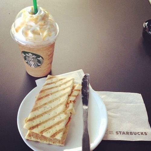 Treating myself to starbucks! Starting the new year off perfect!!! :) ☕ Starbucks Coffee Chickensantfe