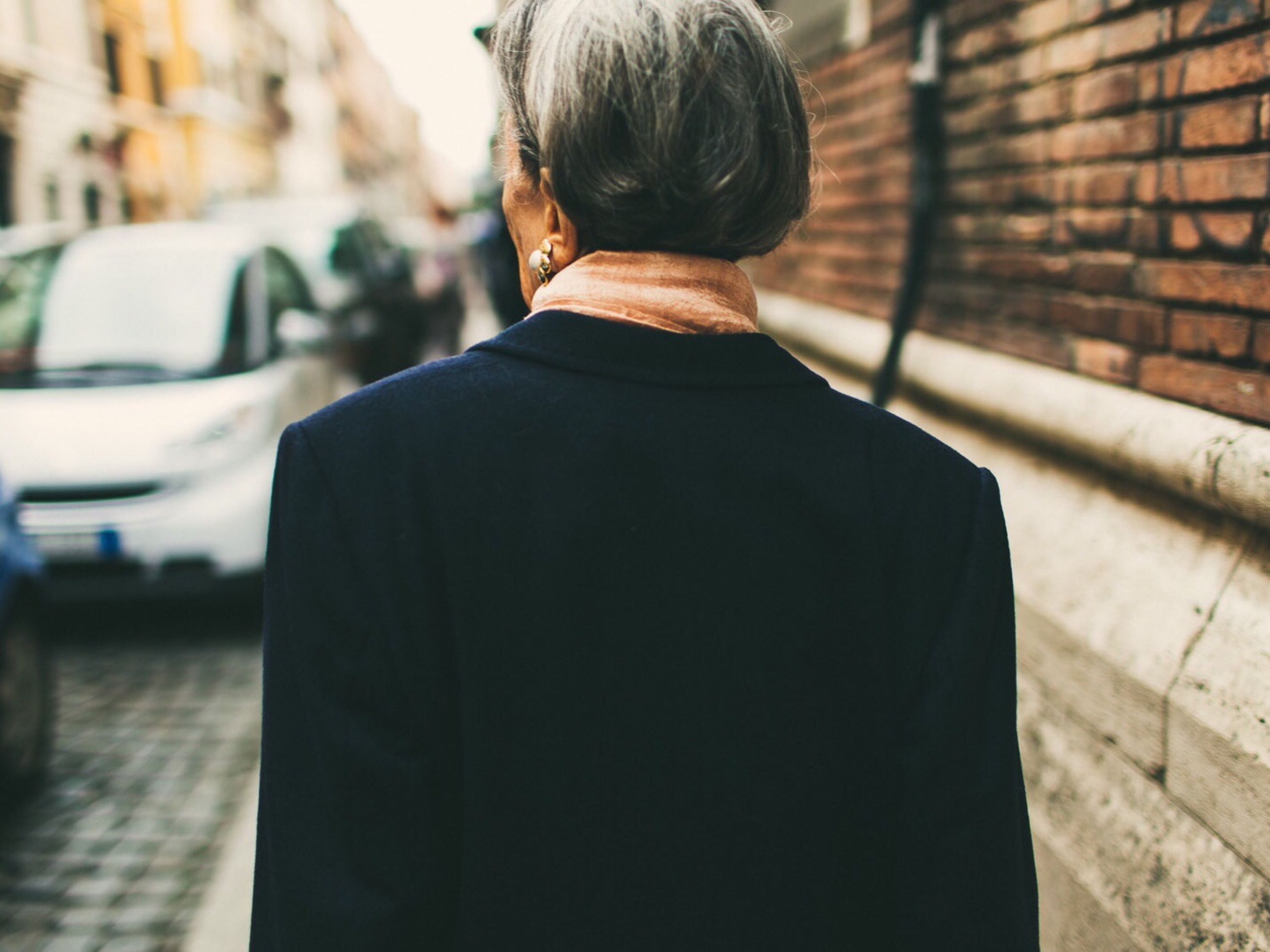rear view, lifestyles, casual clothing, focus on foreground, standing, leisure activity, men, built structure, waist up, three quarter length, architecture, building exterior, side view, person, selective focus, jacket, day, walking