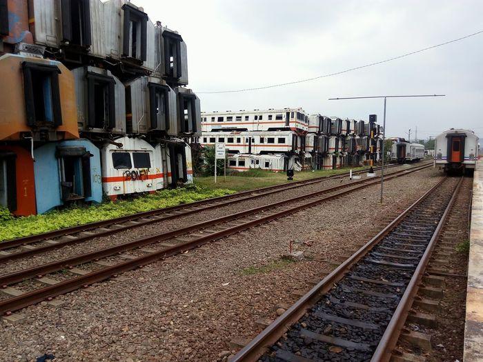 Railroad Track Rail Transportation Outdoors Trainphotography Trains_worldwide Train Rail Train Station Platform EyeEm Selects Eyeemphotography Getty ımages