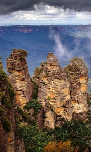 The 3 Sisters... I went up to Katoomba yesterday morning with the family. The light was perfect👌🏼 I shot this image with my Fujifilm X-M1 with an old vintage Yashica 50mm lens Yashica Fujifilm Blue Mountains Katoomba Rock Formation Geology Sky Rock - Object Beauty In Nature Physical Geography Scenics Nature Mountain Travel Destinations Landscape Outdoors Rocky Mountains First Eyeem Photo