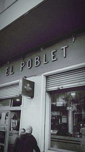 El pasado nunca está muerto, ni siquiera es pasado. William Faulkner Barcelona Tardesdefutbol Beertime Streetphotography Mitico Poblenou City Text Day