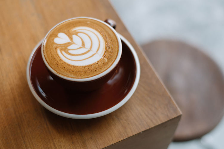 Hot Latte on wood table Close-up Coffee - Drink Coffee On A Wooden Table Coffee On The Corner Coffee On The Table Food And Drink Hot Latte Hot Latte Cup Latte Latte Art Morning No People Relaxing Space For Text Start Your Day Right. Water Window Light