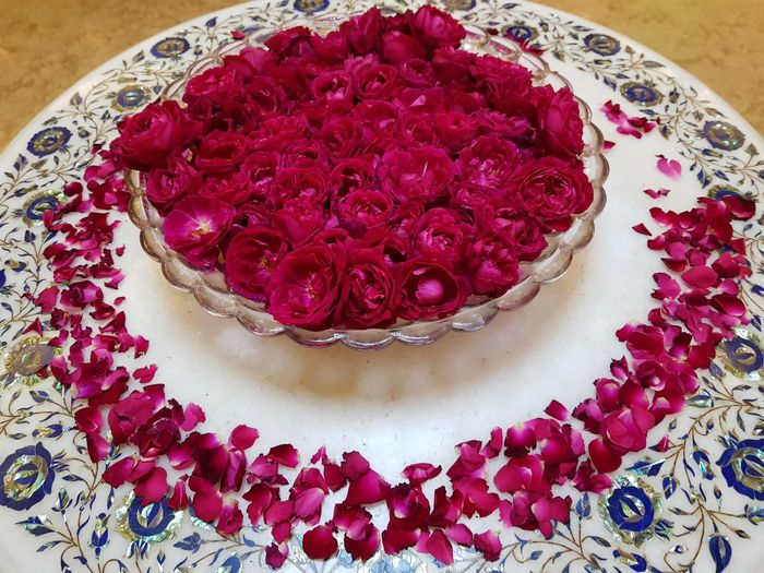 Roses Table Rosé Rose - Flower Roses Roses Are Red Roses Flowers  Decoration Table Decoration India Agra Bowl Bowl Of Flowers Bowl Of Roses Beaytiful Indulgence Table Indoors  Red No People Elégance Flower