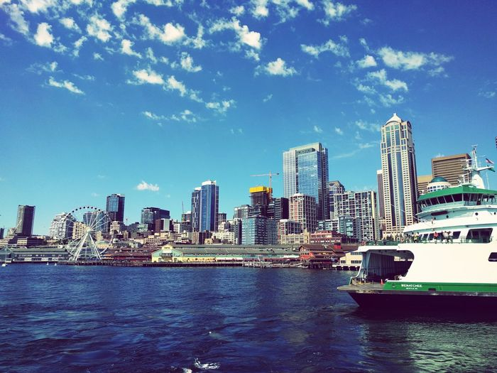 Urban Skyline Seattle Waterfront Ferry Downtown District Let's Go. Together. Sommergefühle