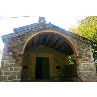 Entrada a l'ermita de la pietat. FIRA DE LA CASTANYA Instaviladrau Incostabrava Instamontseny Castanyaviladrau @costabravapirineu