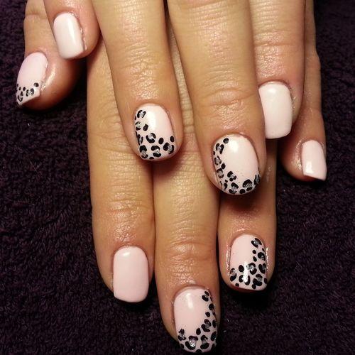 Naglar Nails