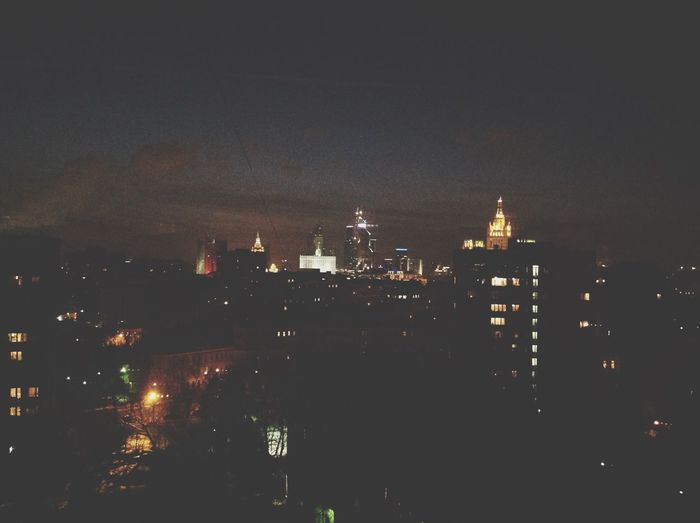 А вот так здесь ночью =)