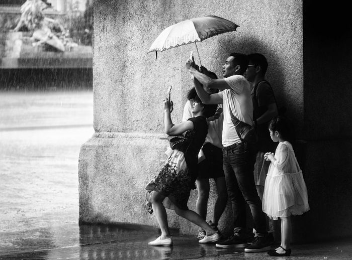 Guys... What are you exactly doing? Monochrome Monochrome Photography EyeEm Best Shots Streetphoto_bw Blackandwhite Blackandwhite Photography Black & White Milano Milan Fujifilm Streetphotography Street Photography Rain Rainy Days Candid