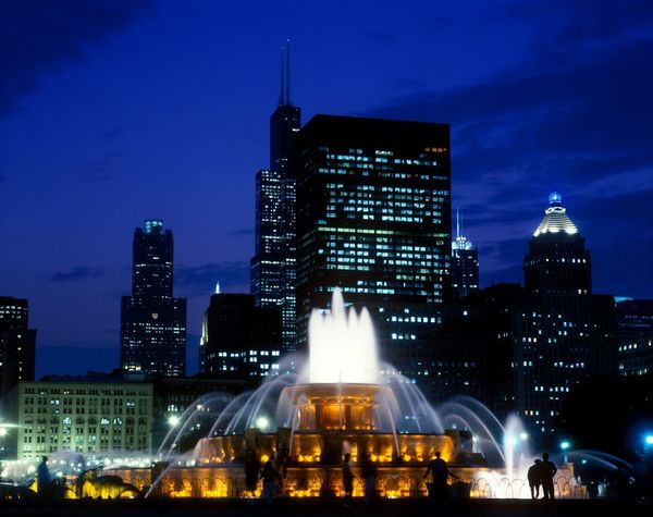 Buckingham Fountain at night Chicago, Illinois, America Chicago Chicago Architecture Chicago Skyline Downtown Chicago Buckingham Fountain Check This Out Color Photography Eye4photography  Buckinghamfountain Editorial  Color Colors Yellow Silouette & Sky Silouette Chicago ♥ Fountain Fountains Night Nightphotography Night Lights Dusk Sunset Chicago Downtown Fountain_collection