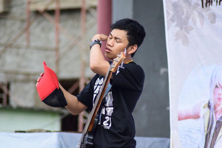 EyeEm Nature Lover EyeEm Selects EyeEm Gallery EyeEmBestPics EyeEmNewHere INDONESIA Boys Day Eyee Premium Collection Eyeemphotography Holding Indonesia_photography Lifestyles Music Outdoors Real People
