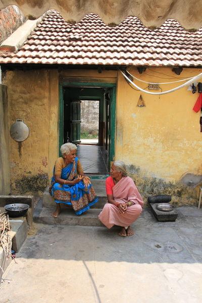 Candid Photography Conversations Courtyardconversations Potraits Of Women RuralIndia Tamil Nadu Traditional Clothing Women