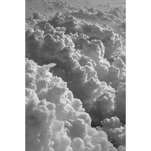 Sore above ☁ Even when the world weighs you down 👇✌ Love Bw Clouds Cloud Vapor Beautiful Hate SORE Great Edit Edited Edits Hot Cold Science Not Aye