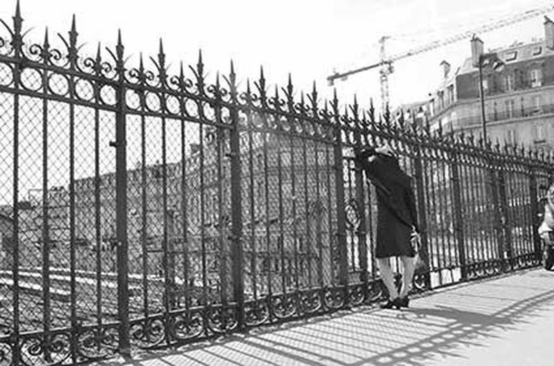 Love Is In The Air Streetphotography Photographie  EyeEm Best Shots Silhouette Art Blackandwhite Getting Inspired People Paris Gare Saint-Lazare copyright Gwenaelle Sachet 2013