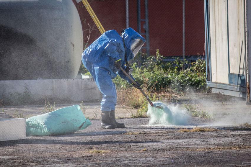 Action One Person Gefahr Einsatz Firefighter Fire Department Fireservice Feuer Feuerwehr ABC Toxic Toxic Substance Csa Schutzanzug Gefährlich